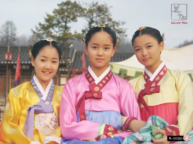 Trận chiến gần 10 năm không dứt trên màn ảnh Hàn: Chọn ai giữa Kim Yoo Jung và Kim So Hyun? - Ảnh 5.