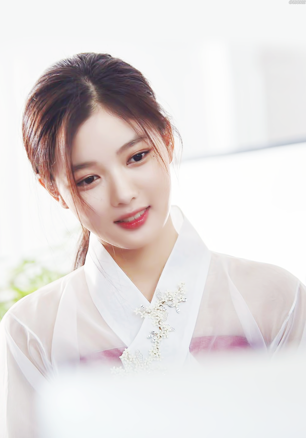 Trận chiến gần 10 năm không dứt trên màn ảnh Hàn: Chọn ai giữa Kim Yoo Jung và Kim So Hyun? - Ảnh 8.
