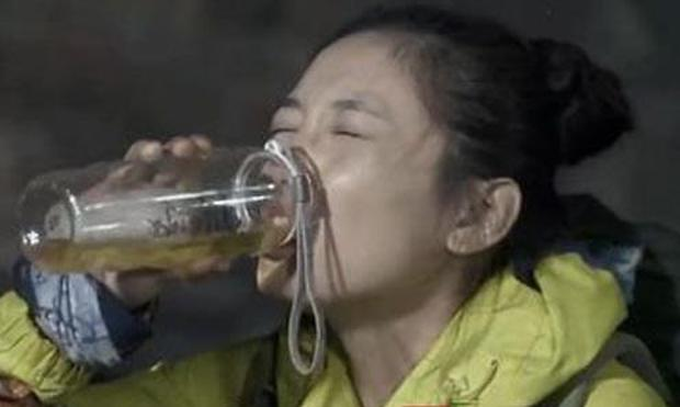 Show Trung Quốc bị lên án vì bắt người chơi ăn giun sống, uống… nước tiểu của chính mình - Ảnh 3.