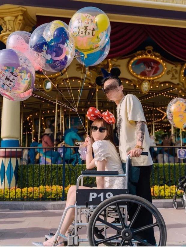 Góc khó hiểu: Giới trẻ Trung Quốc thuê xe lăn ở Disneyland vì... lười đi bộ? - Ảnh 2.