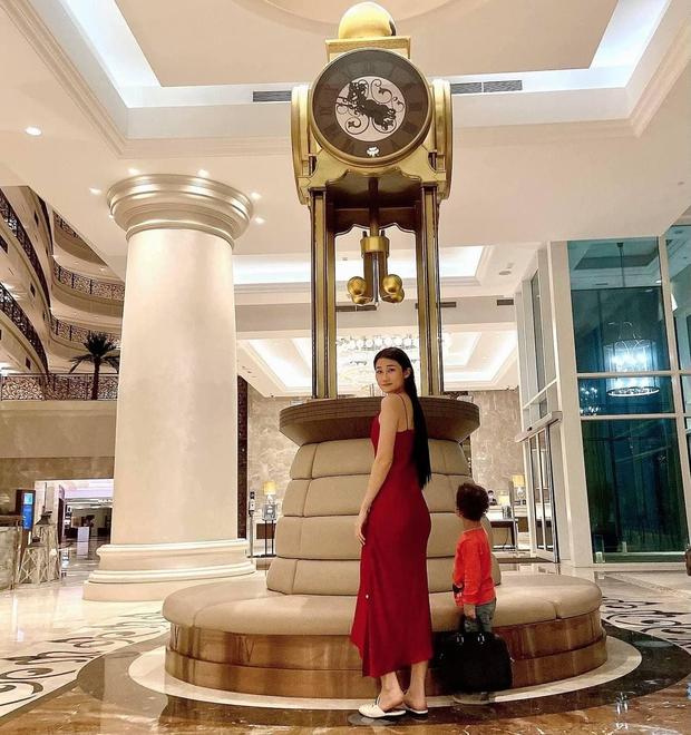 Cuộc sống như bà hoàng của Á quân Vietnams Next Top Model tại Dubai: Ở nhà 23 tỷ, thuê giúp việc 17 triệu, đi du lịch đều đều - Ảnh 11.