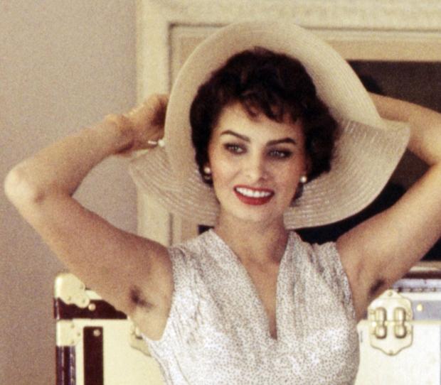 Đại minh tinh Hollywood nổi tiếng khiến nhiều người hoảng hốt khi giơ cánh tay lên - Ảnh 3.