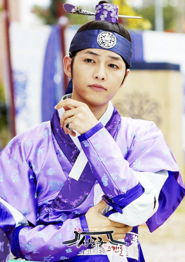Chào tuổi mới Song Joong Ki với loạt tạo hình phim đẹp đến lịm người: Vincenzo hay anh đại úy mới là chân ái? - Ảnh 15.