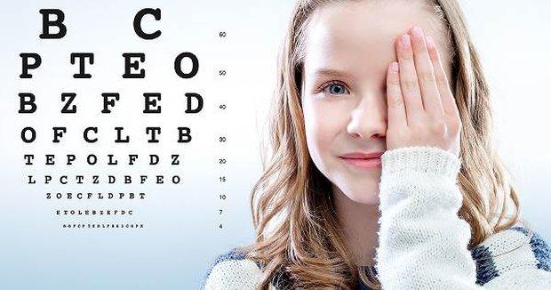 Bị cận thị có giảm độ được không? Gợi ý một số bài tập tốt cho mắt bị cận tại nhà - Ảnh 1.