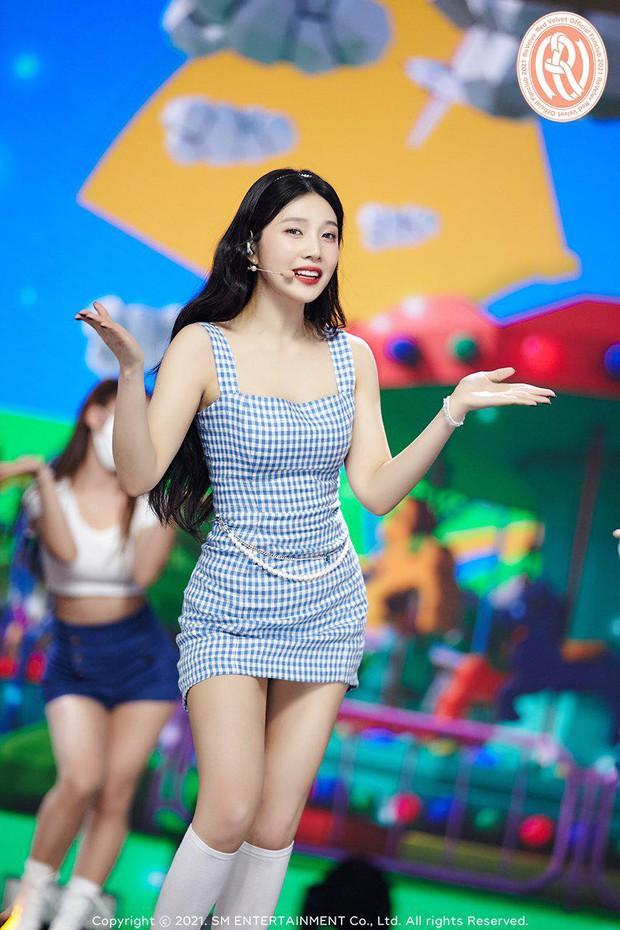 Ngắm body mướt mát của Joy (Red Velvet) qua loạt sân khấu đỉnh cao này chắc fan tiếc lắm, vì giờ cô ấy đã là bồ người ta - Ảnh 34.