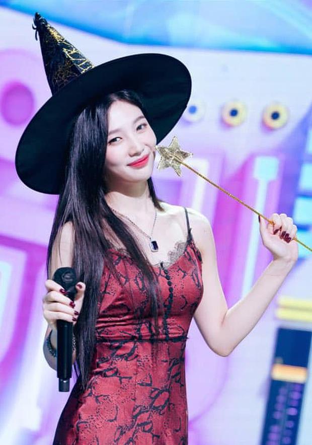 Ngắm body mướt mát của Joy (Red Velvet) qua loạt sân khấu đỉnh cao này chắc fan tiếc lắm, vì giờ cô ấy đã là bồ người ta - Ảnh 39.