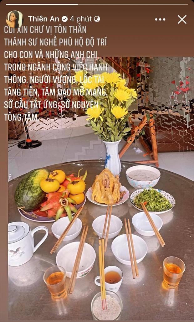 Showbiz Việt ngày Giỗ tổ sân khấu: Lý Hải - Khánh Vân và dàn sao khủng dâng lễ online tại gia, chẳng tụ họp mà cực ấm cúng!  - Ảnh 21.