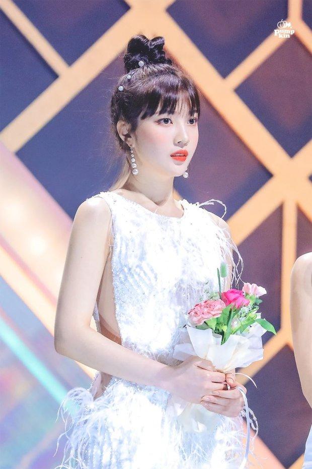 Ngắm body mướt mát của Joy (Red Velvet) qua loạt sân khấu đỉnh cao này chắc fan tiếc lắm, vì giờ cô ấy đã là bồ người ta - Ảnh 30.