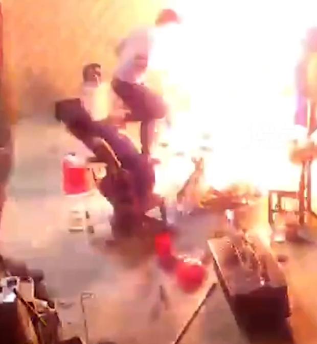 Tụ tập ăn nhậu, người đàn ông say xỉn dùng bình gas diệt gián rồi đốt luôn nhà bạn thân - Ảnh 4.