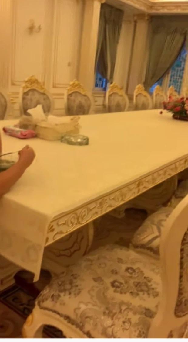 Thêm loạt ảnh mới bên trong lâu đài 2.400m2 giữa trung tâm Sài Gòn của CEO Đại Nam: Xa hoa hết cỡ! - Ảnh 5.