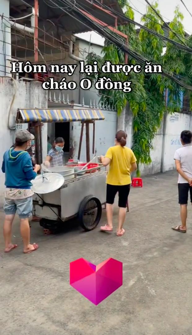 Xe hủ tiếu gõ đặc biệt nhất Sài Gòn, tấm biển nhỏ xíu nhưng đã tiết lộ chủ nhân của nó là người như thế nào - Ảnh 4.
