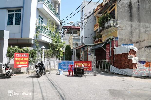 Hà Nội: Phong tỏa khu dân cư ở quận Long Biên nơi 6 người trong gia đình dương tính SARS-CoV-2 - Ảnh 2.