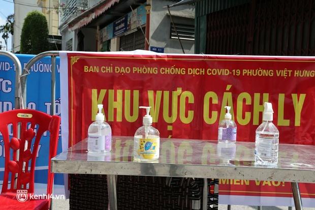 Hà Nội: Phong tỏa khu dân cư ở quận Long Biên nơi 6 người trong gia đình dương tính SARS-CoV-2 - Ảnh 7.