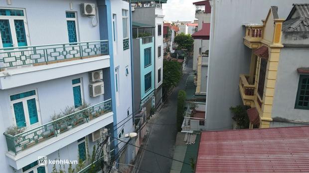 Hà Nội: Phong tỏa khu dân cư ở quận Long Biên nơi 6 người trong gia đình dương tính SARS-CoV-2 - Ảnh 6.