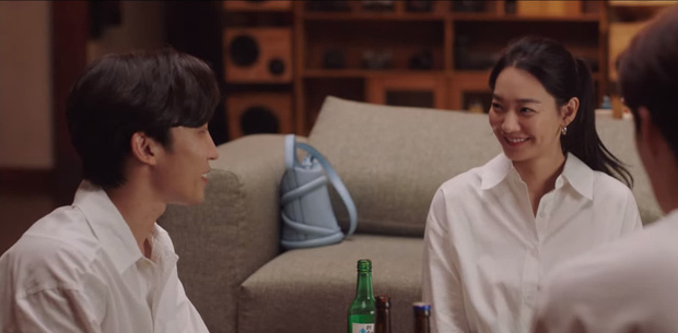Tình địch hàng xịn của Kim Seon Ho lộ diện, chưa gì đã khiến Shin Min Ah mê tít ở Hometown Cha-Cha-Cha tập 7 - Ảnh 2.