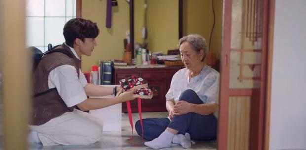 Tình địch hàng xịn của Kim Seon Ho lộ diện, chưa gì đã khiến Shin Min Ah mê tít ở Hometown Cha-Cha-Cha tập 7 - Ảnh 6.