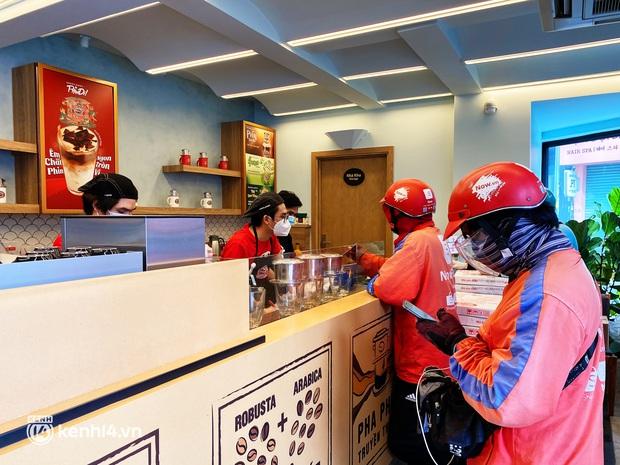 Người Sài Gòn cắt cơn thèm cafe nhờ 2 ông lớn Highlands và Katinat mở bán trên app: Cầm ly nước xúc động tưởng xuân đang về! - Ảnh 12.