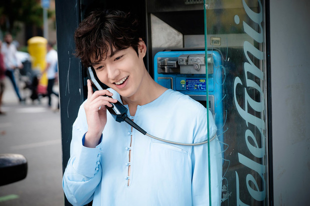 Hội bạn gái của Lee Min Ho liệu có chạy 8 hướng khi thấy mái tóc mào gà cùng cảnh hôn 50 lần trong MV 2NE1? - Ảnh 15.