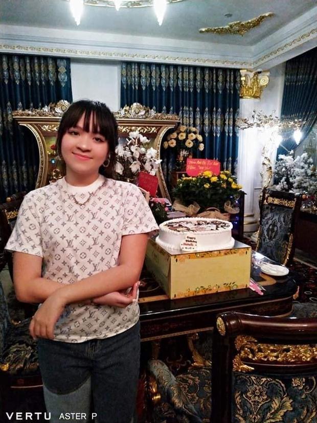 """Ái nữ duy nhất của bà Phương Hằng bị """"soi"""" ra một sở thích đặc biệt liên quan đến nhân vật ảo, chiếc bánh sinh nhật đã hé lộ tất cả - Ảnh 5."""