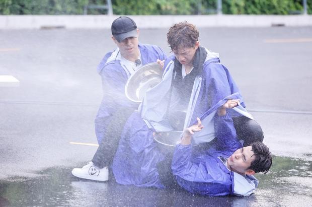 Teaser nóng Running Man tập 1: Trường Giang thành con mồi bị truy sát, Karik vắng mặt hoàn toàn? - Ảnh 16.