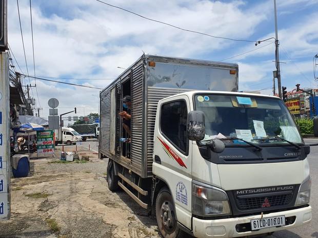 """TP.HCM: Phát hiện xe tải """"nhét"""" 6 người là các F0 đã khỏi bệnh trong thùng hàng - Ảnh 2."""