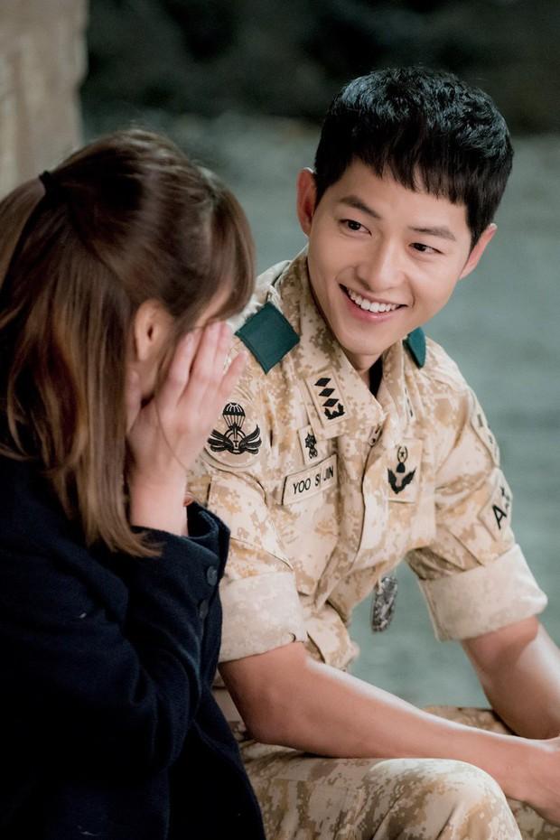 Chào tuổi mới Song Joong Ki với loạt tạo hình phim đẹp đến lịm người: Vincenzo hay anh đại úy mới là chân ái? - Ảnh 6.