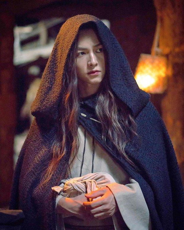 Chào tuổi mới Song Joong Ki với loạt tạo hình phim đẹp đến lịm người: Vincenzo hay anh đại úy mới là chân ái? - Ảnh 10.