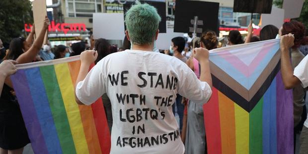 Họ sẽ săn lùng chúng tôi: Cơn ác mộng có thật của người đồng tính tại Afghanistan dưới thời Taliban - Ảnh 6.