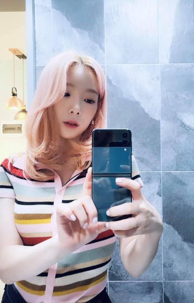 Taeyeon đã đổi đến chiếc điện thoại thứ ba trong năm 2021, lần này nói không với iPhone! - Ảnh 3.