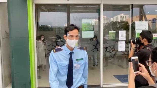 Nhiều dân mạng quay xe ở page Vietcombank, đòi tăng lương cho nhân vật quyền lực nhất trong livestream của Thuỷ Tiên - Ảnh 1.
