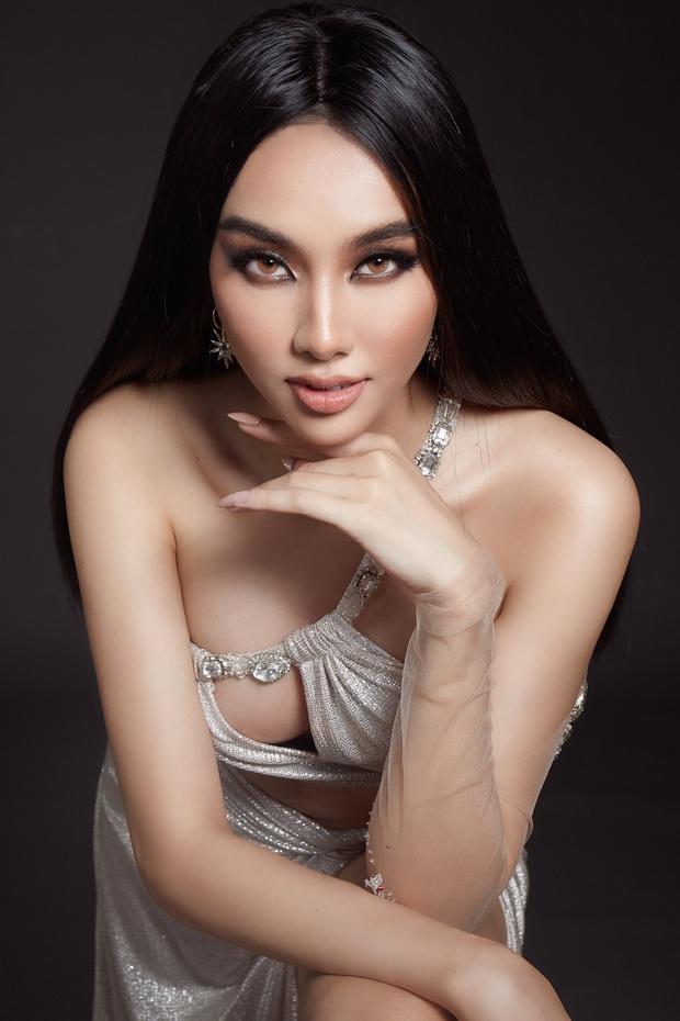 Lộ 2 trang phục dân tộc của mỹ nhân Việt tại Miss Grand 2021, có cả hình ảnh y bác sĩ tuyến đầu? - Ảnh 4.