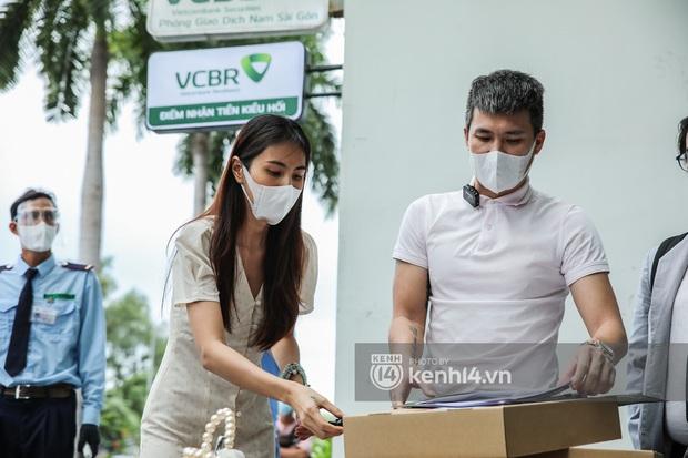 Nhiều dân mạng quay xe ở page Vietcombank, đòi tăng lương cho nhân vật quyền lực nhất trong livestream của Thuỷ Tiên - Ảnh 3.