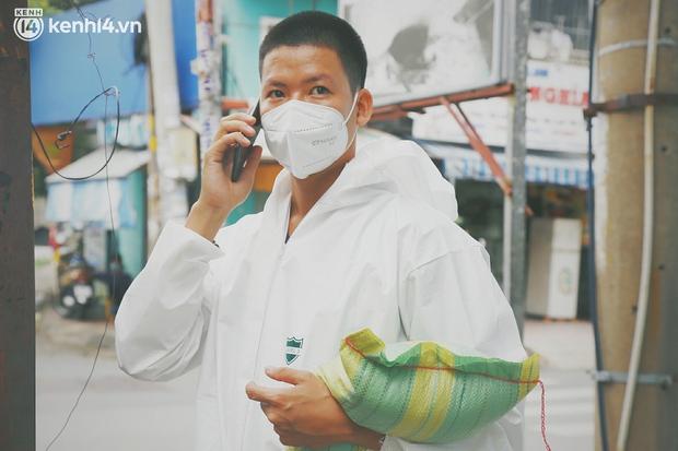 Ông chủ trẻ đóng cửa homestay, rời vùng xanh lên Sài Gòn vác bình oxy xuyên đêm để cấp cứu F0 - Ảnh 1.