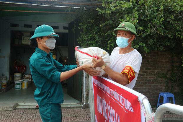 Ổ dịch liên quan quận Long Biên tăng lên 12 ca, liệu có ảnh hưởng việc Hà Nội nới lỏng giãn cách xã hội? - Ảnh 2.