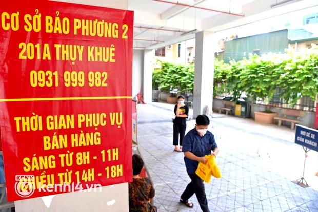 Ảnh: Người dân Hà Nội đội nắng xếp hàng mua bánh trung thu Bảo Phương - Ảnh 11.