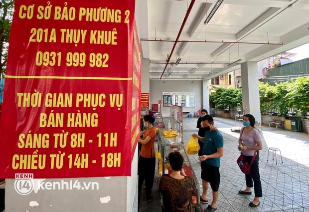 Ảnh: Người dân Hà Nội đội nắng xếp hàng mua bánh trung thu Bảo Phương - Ảnh 13.