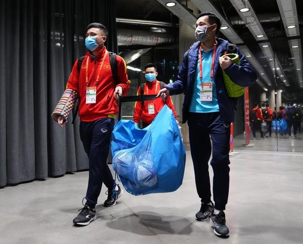 Quả cảm cầm hòa đội bóng hàng đầu thế giới, tuyển futsal Việt Nam hiên ngang vào vòng 1/8 World Cup 2021 - Ảnh 17.
