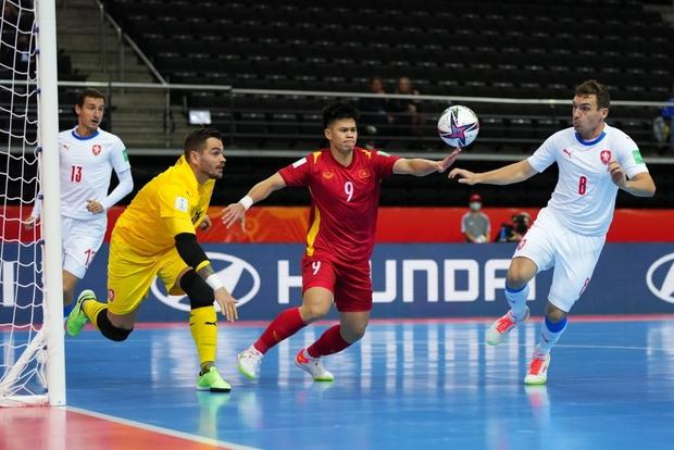 Quả cảm cầm hòa đội bóng hàng đầu thế giới, tuyển futsal Việt Nam hiên ngang vào vòng 1/8 World Cup 2021 - Ảnh 11.