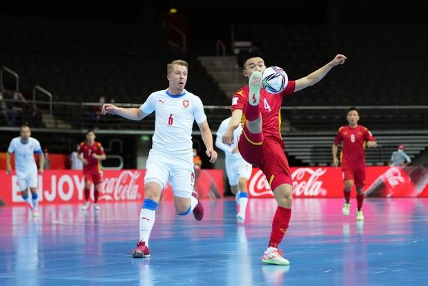 Quả cảm cầm hòa đội bóng hàng đầu thế giới, tuyển futsal Việt Nam hiên ngang vào vòng 1/8 World Cup 2021 - Ảnh 10.