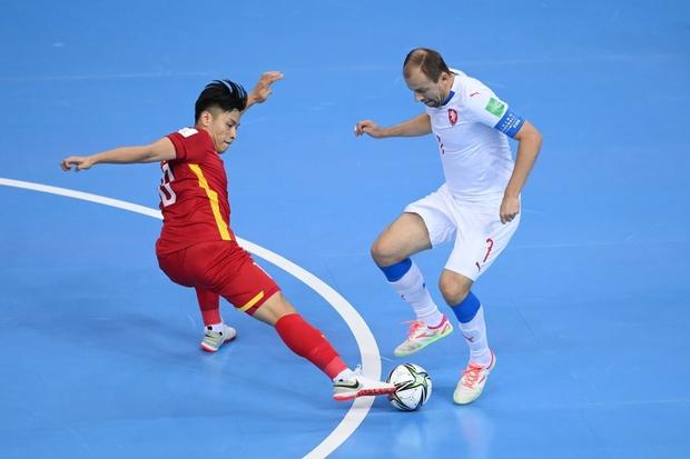 Quả cảm cầm hòa đội bóng hàng đầu thế giới, tuyển futsal Việt Nam hiên ngang vào vòng 1/8 World Cup 2021 - Ảnh 9.