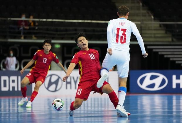 Quả cảm cầm hòa đội bóng hàng đầu thế giới, tuyển futsal Việt Nam hiên ngang vào vòng 1/8 World Cup 2021 - Ảnh 7.