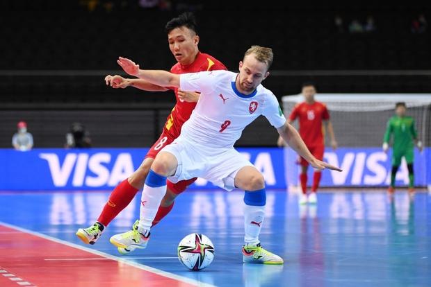 Quả cảm cầm hòa đội bóng hàng đầu thế giới, tuyển futsal Việt Nam hiên ngang vào vòng 1/8 World Cup 2021 - Ảnh 6.