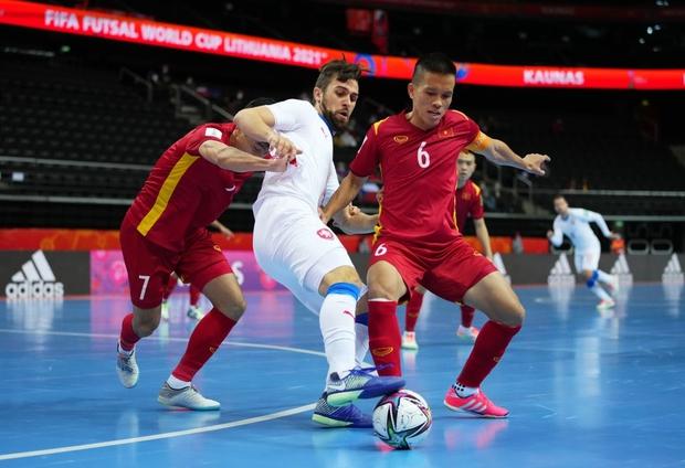 Quả cảm cầm hòa đội bóng hàng đầu thế giới, tuyển futsal Việt Nam hiên ngang vào vòng 1/8 World Cup 2021 - Ảnh 5.