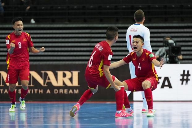 Quả cảm cầm hòa đội bóng hàng đầu thế giới, tuyển futsal Việt Nam hiên ngang vào vòng 1/8 World Cup 2021 - Ảnh 3.