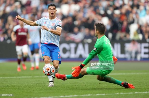 KỊCH TÍNH HẾT NẤC: Ronaldo lại nổ súng nhưng MU phải nhờ đến màn tỏa sáng của 2 nhân tố bất ngờ để giành 3 điểm ở những phút cuối cùng - Ảnh 7.