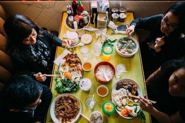 Choáng nặng với tô phở cộp mác Bà Tân Vlog ở nước ngoài, dân mạng Việt thốt lên: Đây sẽ là phần ăn của tôi khi hết dịch! - Ảnh 7.