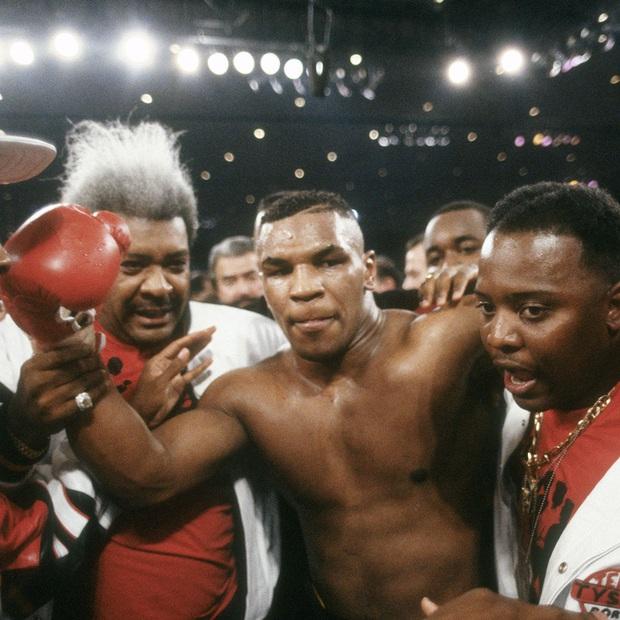 Đêm điên rồ tiêu hết 26 tỷ của Mike Tyson trước ngày cắn tai Evander Holyfield và nét hoang dại trong con người Tay đấm thép - Ảnh 2.