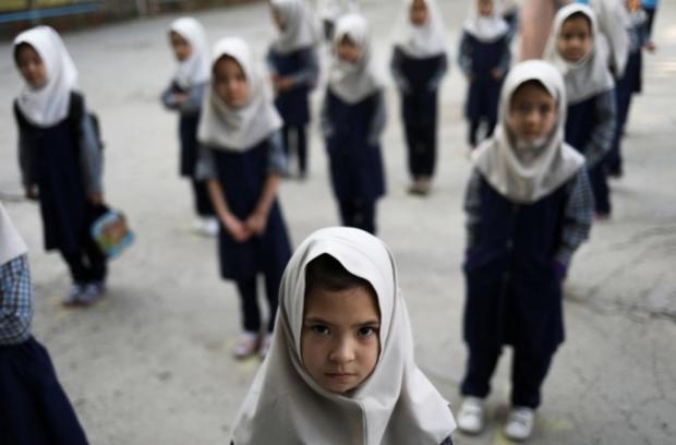 Afghanistan đối mặt nguy cơ tụt hậu gần 2 thập kỷ về giáo dục trẻ em - Ảnh 1.