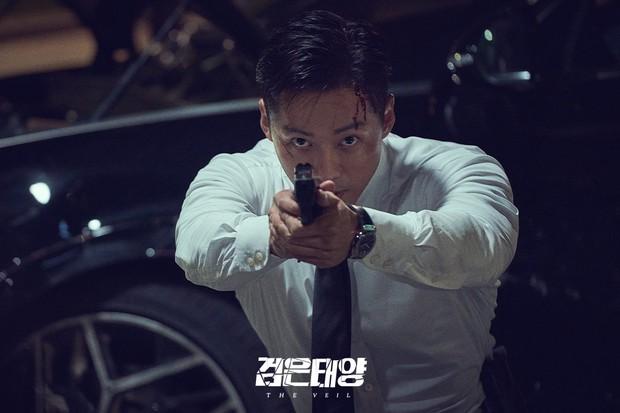 Rating Hometown Cha-Cha-Cha lần đầu sụt giảm, Kim Seon Ho - Shin Min Ah gặp đối thủ xứng tầm rồi! - Ảnh 4.