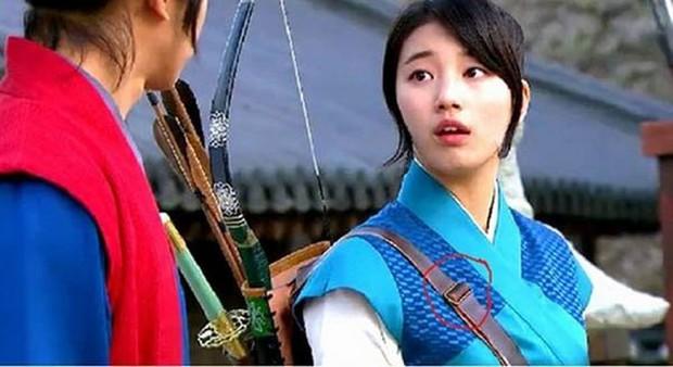 Loạt sạn phục trang trời ơi đất hỡi ở phim Hàn: Cổ trang mà đi giày cao gót hiện đại là toang rồi! - Ảnh 5.